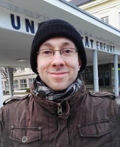 Enrico vor seiner neuen Wirkungsstätte in Erfurt